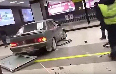 Лихача, протаранившего казанский аэропорт, пока неудалось привлечь куголовной ответственности