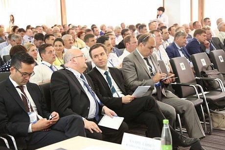 Халиков иПесошин приехали насобрание совладельцев «КАМАЗа»