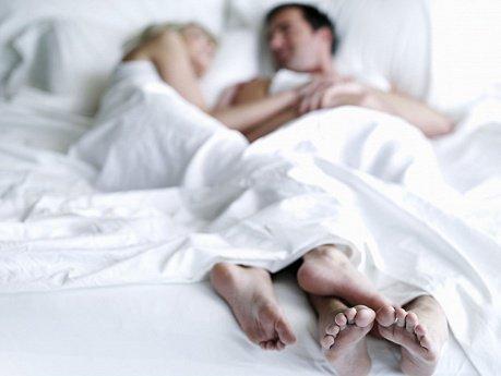 Женщина в постели с мужем смотреть неплохой